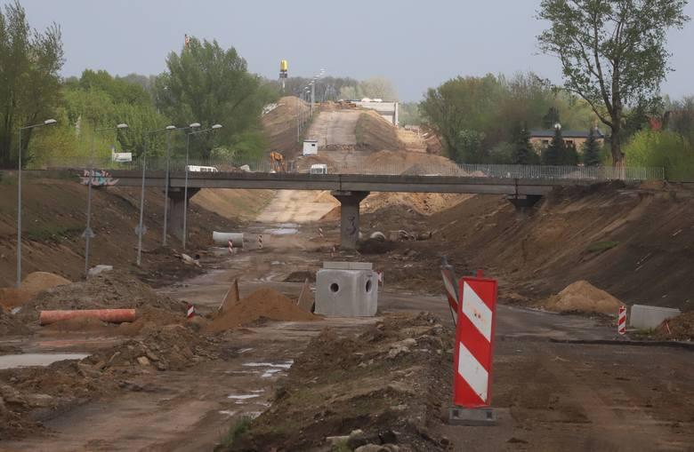 Aleja Wojska Polskiego, miejski odcinek drogi krajowej numer 9 to jedna z najważniejszych arterii w Radomiu.Na placu budowy alei Wojska Polskiego prowadzone