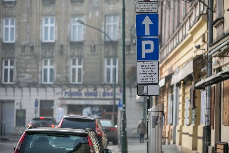 Kraków. Strefa ograniczonego ruchu bez kontroli. Jedni apelują o jej wyłączenie, inni o to, by nie wjeżdżały do niej osoby nieupoważnione