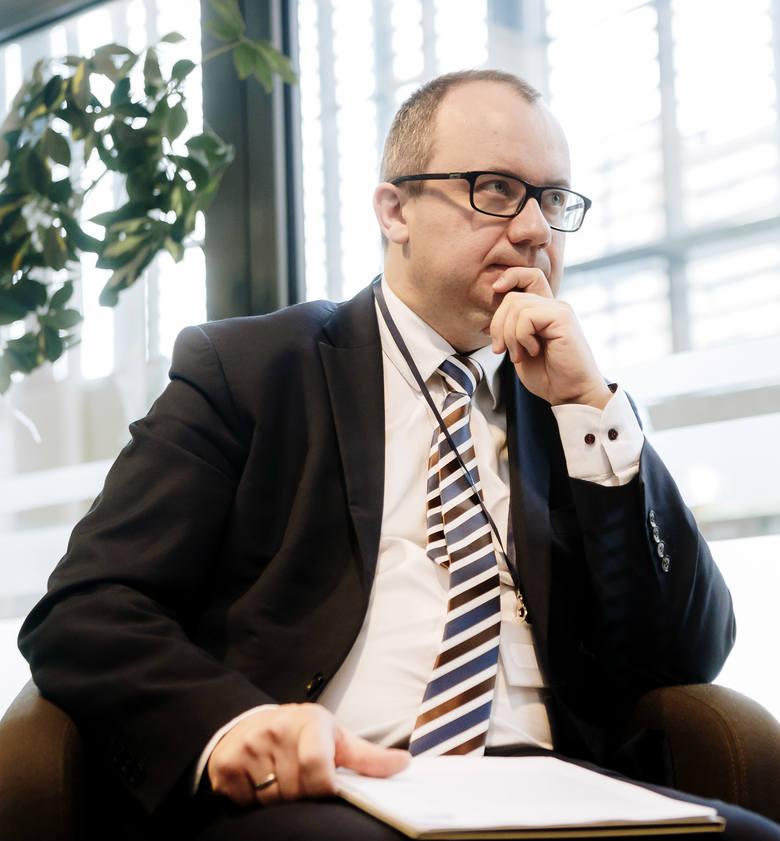 Dr Adam Bodnar: Miłość i Konstytucja<br /> Nie mam wątpliwości, że bycie polskim patriotą w XXI wieku oznacza nie tylko stosunek emocjonalny do godła, hymnu i flagi, ale przede wszystkim szacunek do Konstytucji i prawa. Łączenie miłości do Ojczyny z poczuciem obywatelskiego obowiązku....