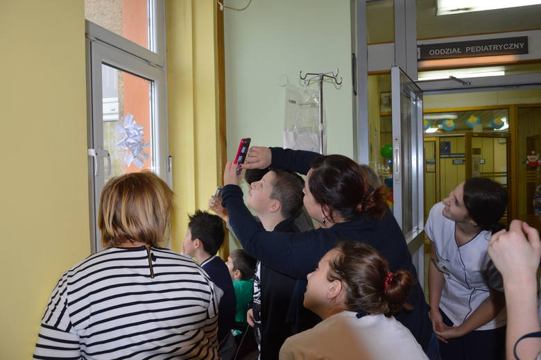 Święty Mikołaj, Batman, Superman, Spiderman i Bob Parr zjechali na linie wprost na oddział pediatryczny w USK w Opolu