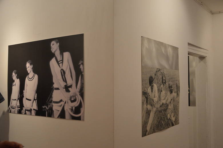 """Wernisaż wystawy """"Grażyna Hase. Moje pół wieku z modą"""" w Dworku Konstancji Gładkowskiej w Skierniewicach [ZDJĘCIA]"""