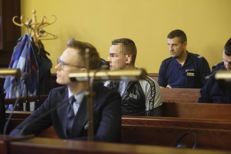 Zaatakowany nożem przy ul. Lindego w Toruniu mężczyzna przeżył, ale jest osobą wyrzuconą na margines życia, niezdolną złożyć zeznań. Za usiłowanie zabójstwa