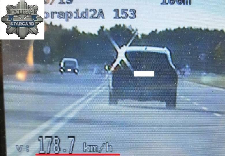 Pędził BMW 180 km na godzinę. Zatrzymali go policjanci ze stargardzkiej drogówki, działający w zespole SPEED