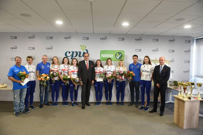 Kolarki TKK Pacific Toruń mają za sobą bardzo udane starty na mistrzostwach Polski, zarówno torowych, jak i szosowych. Z tej okazji w siedzibie Cereal