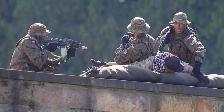 Jednym z punktów święta był pokaz dynamiczny żołnierzy 1. Batalionu Czołgów w Żurawicy.