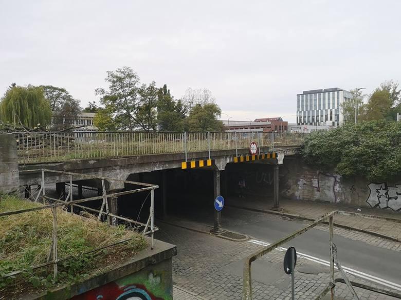 Wrocławskie Inwestycje rozpoczynają kolejny etap budowy tzw. TAT czyli Trasy Autobusowo-Tramwajowej prowadzącej na Nowy Dwór. Dla kierowców oznacza to