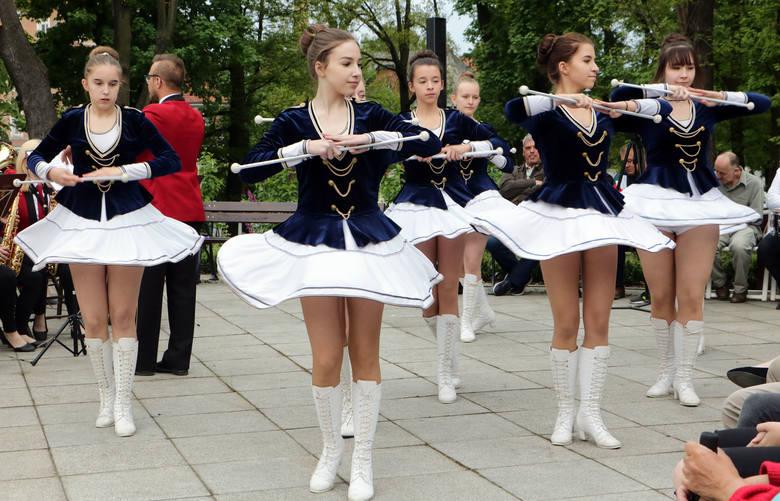 W grudziądzkim Parku Miejskim im. Piotra Janowskiego z okazji Święta Flagi Państwowej odbył się koncert Orkiestr Dętych. Przed słuchaczami wystąpiły