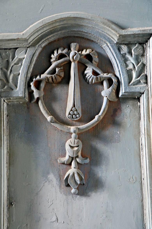 Detale nawet sprzed 100 lat. Zdobione drzwi, malowidła na suficie klatki schodowej, sztukaterie i inne drobne elementy dają przedsmak tego, jak kamienica Brombergów mogła wyglądać w latach jej świetności