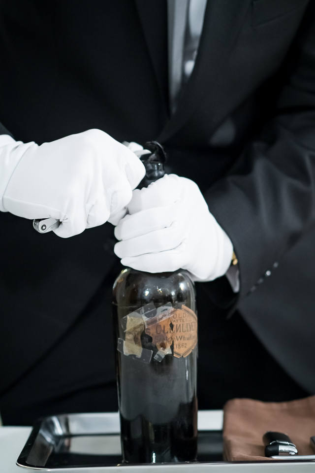Niektórym wystarczy jedna kropla najstarszego alkoholu świata