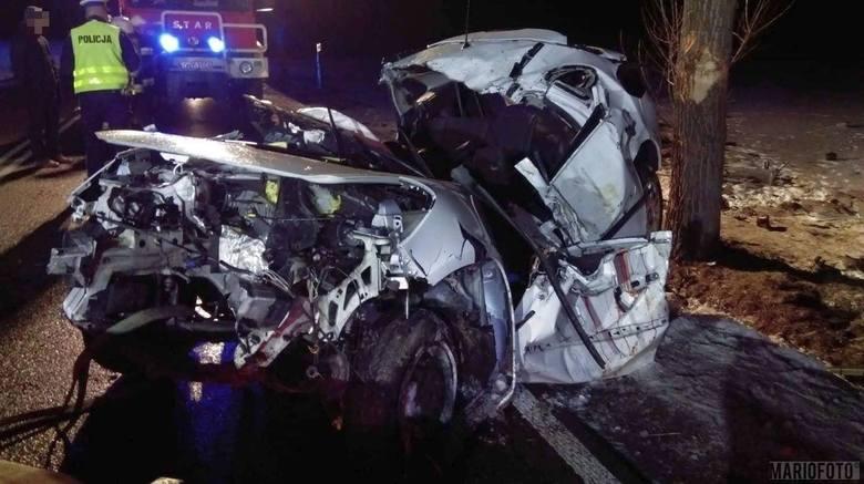 Wypadek w Wierzbięcicach. Dwie osoby nie żyją, dwie są ranne.