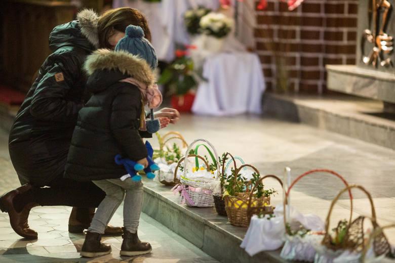Święcenie pokarmów w kościele pw. św. Jerzego w SopocieZobacz ZDJĘCIA Grobów Pańskich w pomorskich kościołachJak dobrze duchowo przeżyć święta wielkanocne