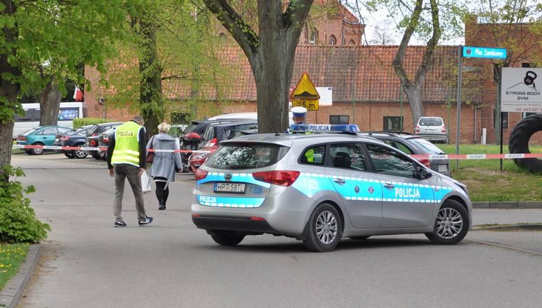 Olecko: Mężczyzna znalazł podczas prac polowych niewybuch i postanowił odnieść go na komendę policji (zdjęcia)