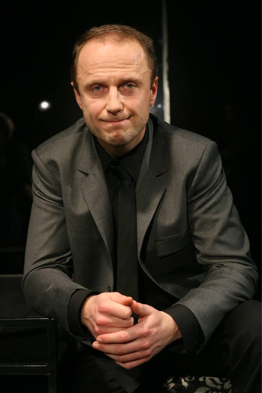 Łukasz Simlat często wciela się w postać wrażliwego twardziela