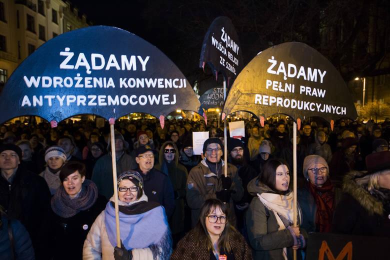 Kraków. Protest kobiet przeciwko zaostrzeniu prawa aborcyjnego [ZDJĘCIA]
