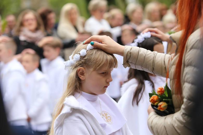 Rodzice dziecka, które ma przystąpić do pierwszej Komunii Św. bardzo często zapewniają, że nie chcą drogich prezentów, że najważniejsze jest przeżycie