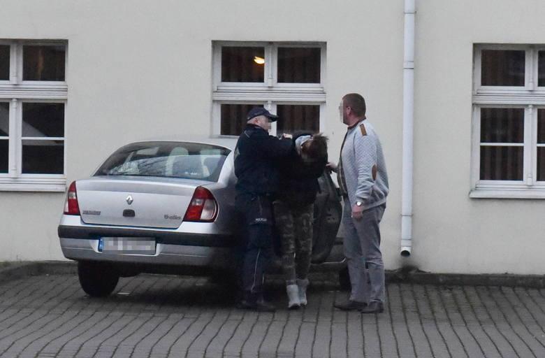 25-letnia matka usłyszała zarzut znęcania się ze szczególnym okrucieństwem nad swoim 8-miesięcznym synkiem - podał rmf24.pl. Grozi jej do 10 lat więzienia.