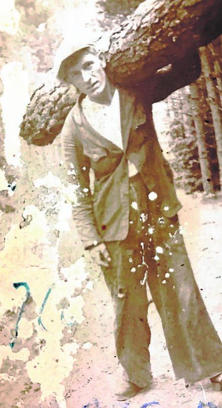 Antoni Wos, partyzant Gryfa - podczas budowy bunkra w lesie