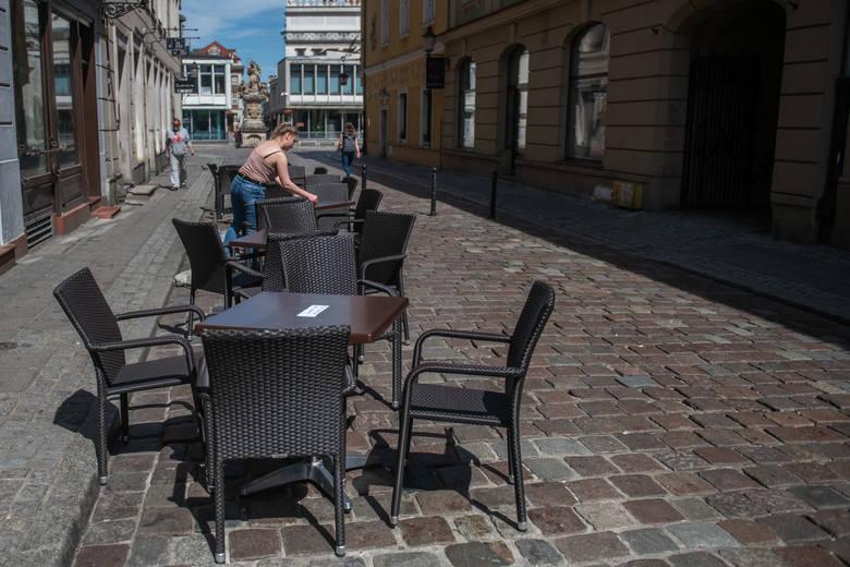 Poznańscy restauratorzy szykują się na otwarcie ogródków gastronomicznych 15 maja 2021 r.Na Wartostradzie padły w niedzielę nowe rekordy pomiarów ruchu