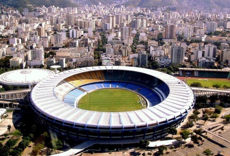 Maracana na tle krajobrazu Rio de Janeiro.