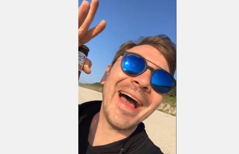"""Daniel Martyniuk na swoim Insta Story tak relacjonuje swój pobyt nad morzem. Wyraźnie wstawiony, z butelką piwa w ręce powiedział:  """"Siema wszystkim"""