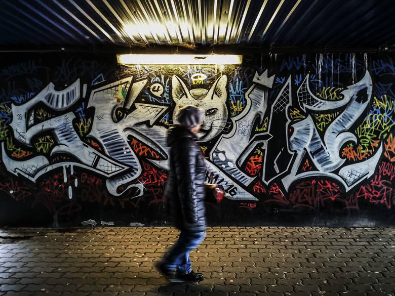 Tunele strachu na Skarpie! Najbardziej boją się kobiety i dzieci. Prezydent Torunia obiecuje pomoc