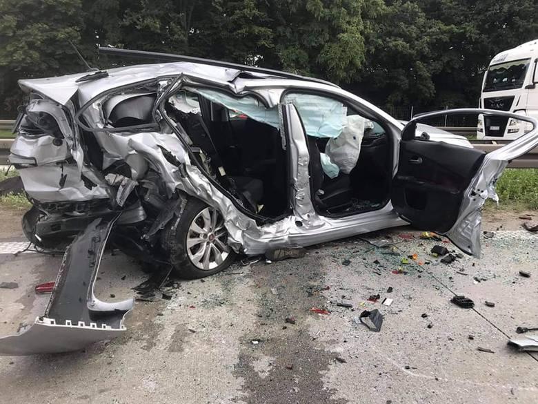 Karambol 4 aut na autostradzie A4 pod Wrocławiem. 4 osoby ranne