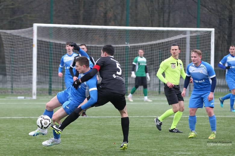 W jedynym spotkaniu czwartej ligi świętokrzyskiej, które doszło do skutku w środę GKS Zio-Max Nowiny uległ Czarnym Połaniec 0:1 (0:0). Bramkę dla gości