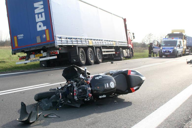 Motocykl się przewrócił. Z tyłu nadjechał tir... [ZDJĘCIA]