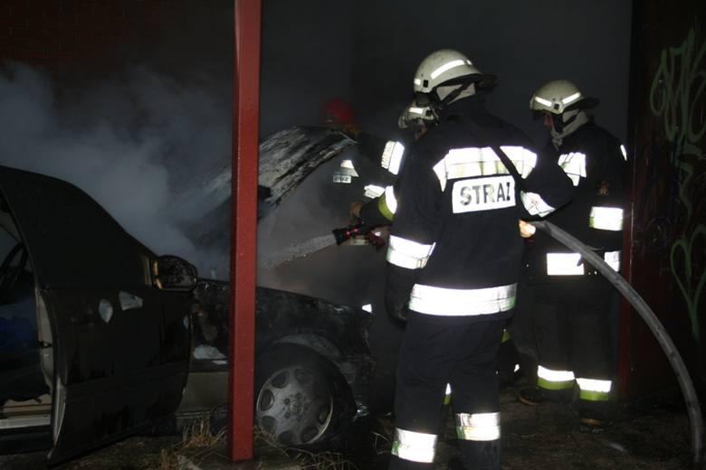 Po godz. 18.30 strażacy gasili auto przy ul. Dobrzańskiego.