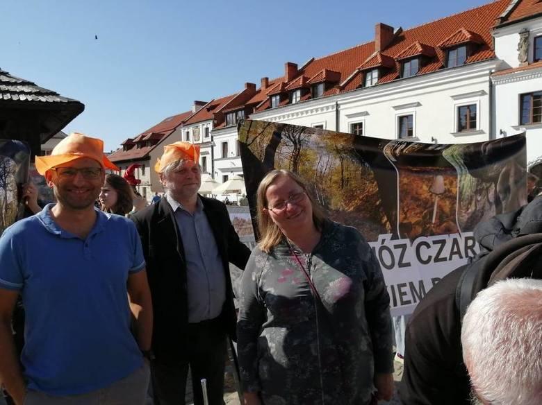 Protest w Kazimierzu Dolnym. Kilkaset osób podpisało się pod petycją w sprawie ochrony wąwozów Kazimierskiego Parku Krajobrazowego