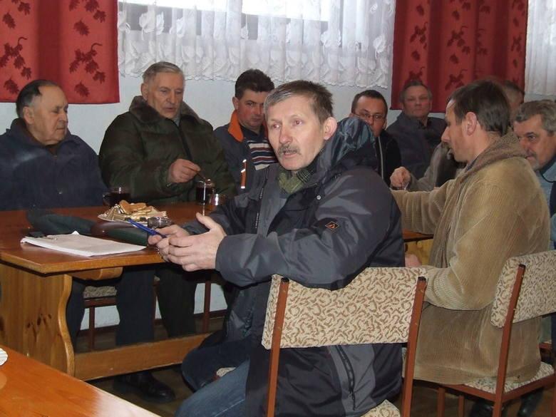 Stanisław Kulwicki (na pierwszym planie) zachęca rolników z powiatu by dołączyli się do protestujących