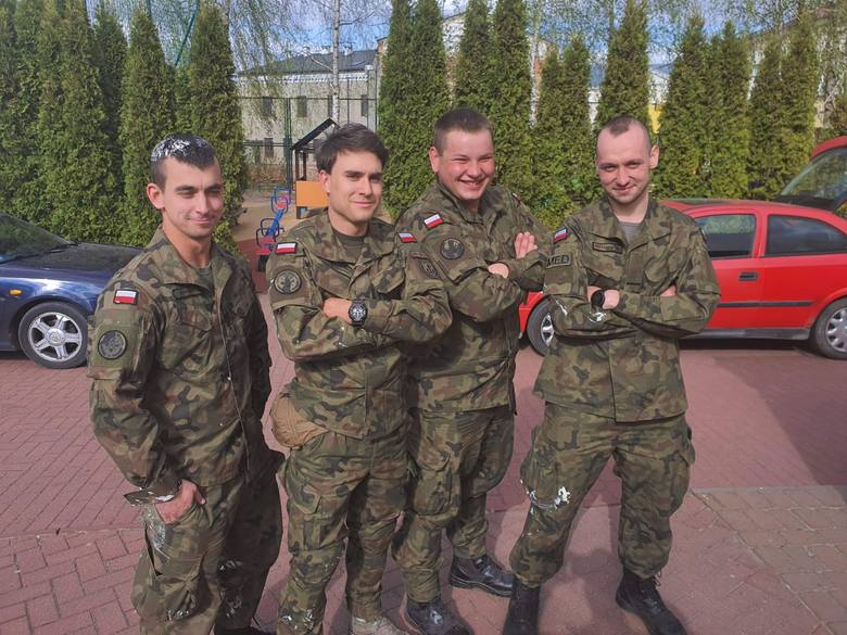 Żołnierze z Grójca uratowali kobietę z wypadku