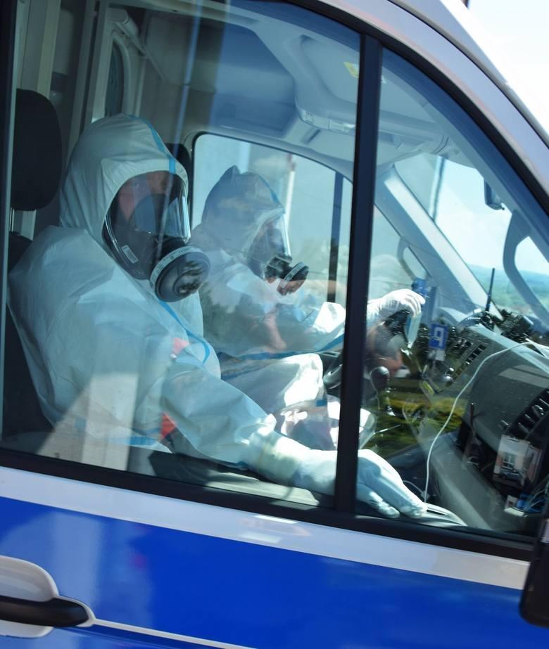 Pilny transport pacjenta z koronawirusem z Wojewódzkiego Szpitala w Przemyślu do Łańcuta [ZDJĘCIA]