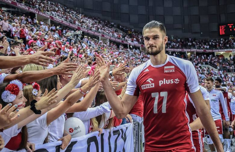 Karol Kłos (32 lata)środkowy, reprezentant Polskiobecny klub: PGE Skra Bełchatównajwiększy sukces: mistrz świata 2014