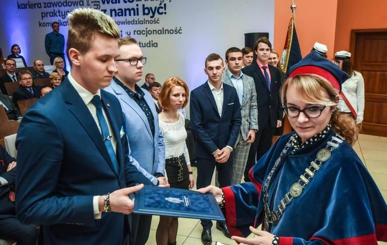 W środę, 3 października w Auli WSB w Bydgoszczy (ul. Fordońska 7) zainaugurowano rok akademicki 2018/2019.Rekrutacja jeszcze nie zakończyła się ale wszystko