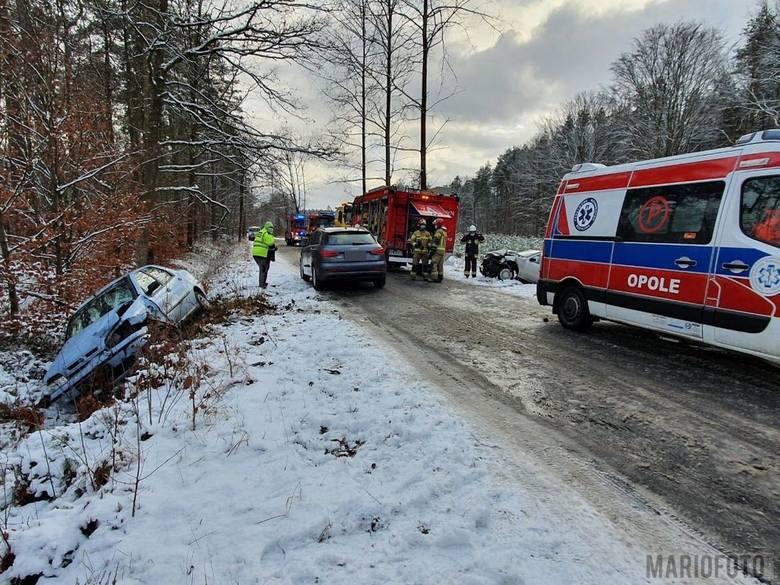 Opady śniegu przyniosły pogorszenie warunków na opolskich drogach.
