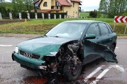 Piątnica. Wypadek na skrzyżowaniu dróg DK 64 i DW 668. Jedna osoba trafiła do szpitala [ZDJĘCIA]