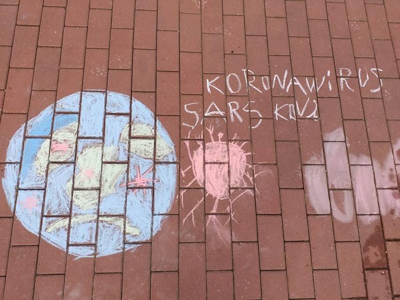 Ewa Pawlak: Taki rysunek powstał u mnie, przed domem. Moje dzieci narysowały