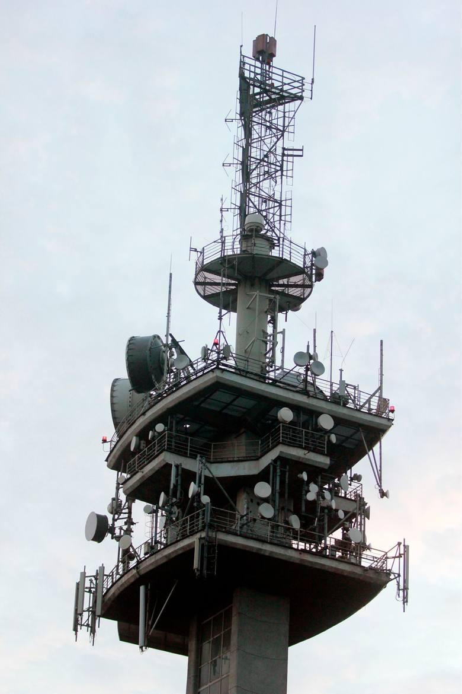 W województwie opolskim naziemna telewizja cyfrowa jest nadawana z dwóch głównych nadajników - w Chrzelicach oraz Wysokiej (Góra św. Anny). Z tego drugiego