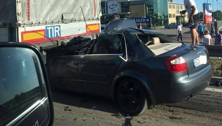 Do tego wypadku doszło w czwartek po godzinie 18. W Łyskach, na wjeździe do Białegostoku od strony Choroszczy, samochód osobowy marki audi uderzył w