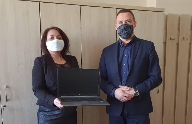 """Tarnobrzeg. Laptopy z programu """"Zdalna szkoła"""" trafiły do szkół"""