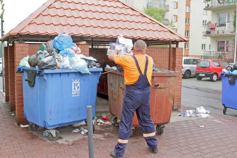 Po bałaganie z nową ustawą śmieciową, teraz pojawiły się problemy ze ściąganiem opłat