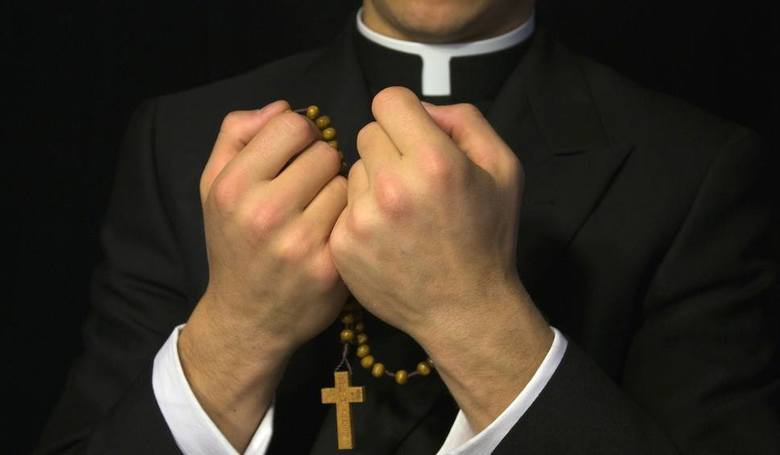 Puszczykowo: Stop pedofilii w kościele - pikieta przed Zakonem Chrystusowców