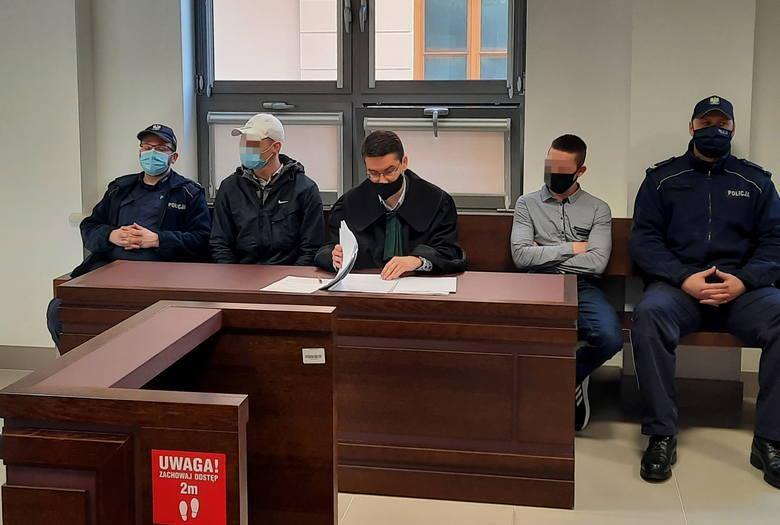 Brutalny gwałt i pobicie w lesie nieopodal Chełma. 22-latek na ławie oskarżonych razem z matką i przyrodnim bratem