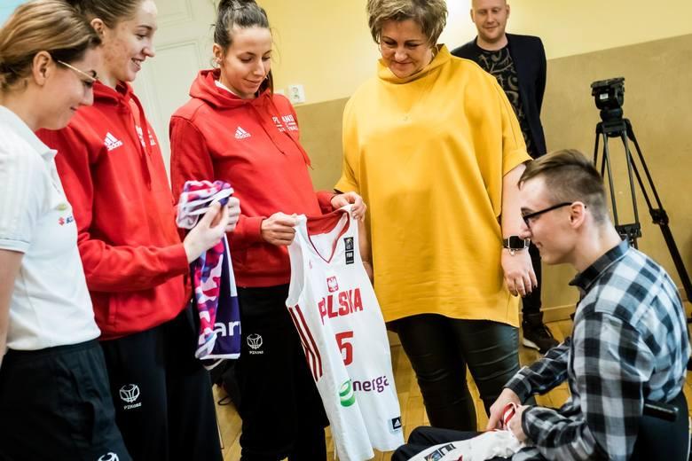 Przygotowujące się do ostatniego meczu kwalifikacyjnego do ME 2019 z Estonią, koszykarki reprezentacji Polski wraz z asystentami Arkadiusza Rusina: Krzysztofem