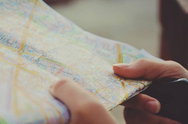 Podróże, sprawdzanie towarów luksusowych, wyprawy do około świata... Co jeszcze znalazło się na liście prac marzeń? Chyba każdy chciałby dużo zarabiać