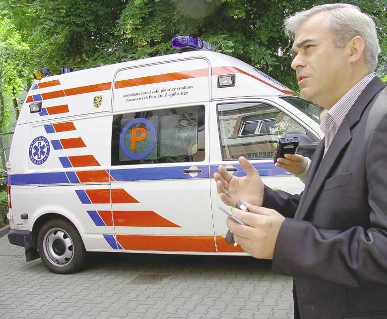 Marek Femlak, wicedyrektor 105 Szpitala Wojskowego dziękował radnym z mądrość i poprawę bezpieczeństwa mieszkańców powiatu i zaznaczał, że karetka będzie