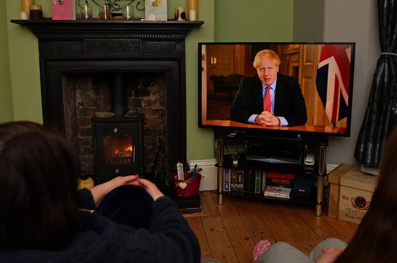 Boris Johnson: Musicie zostać w domach. Brytyjski rząd zaostrza środki przeciw koronawirusowi