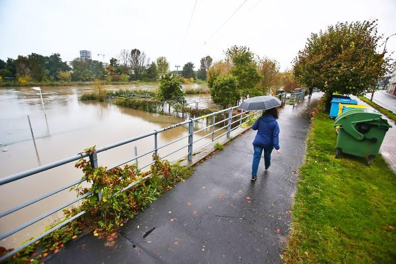 Obecny poziom Odry to 450 cm. W poniedziałek prognozuje się znaczne podniesienie poziomu wody