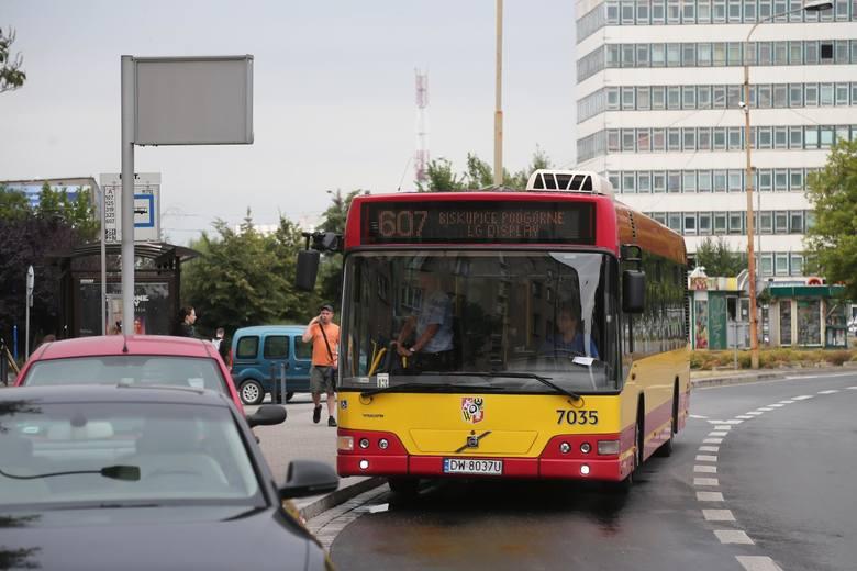 Od 22 czerwca we Wrocławiu w życie wejdzie wakacyjny rozkład jazdy. Oznacza to mniejszą liczbę kursów w godzinach szczytu, a także czasowe zawieszenie